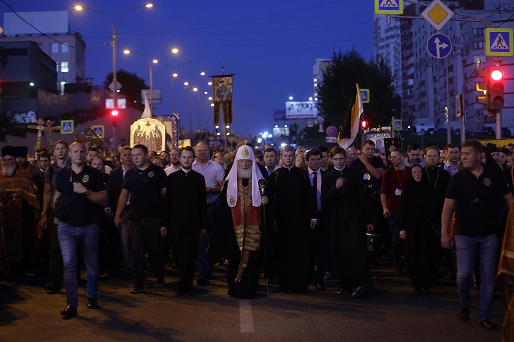 Святейший Патриарх Кирилл возглавил стотысячный крестный ход от Храма на Крови до монастыря на Ганиной Яме