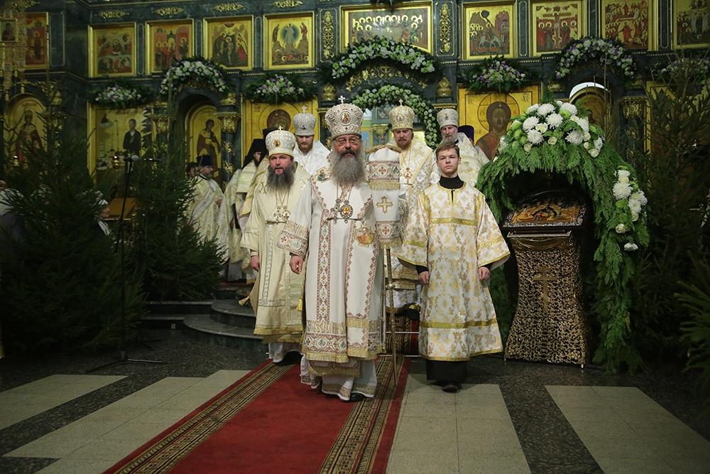 Архипастыри Екатеринбургской митрополии совершили праздничную Рождественскую литургию в Свято Троицком кафедральном соборе